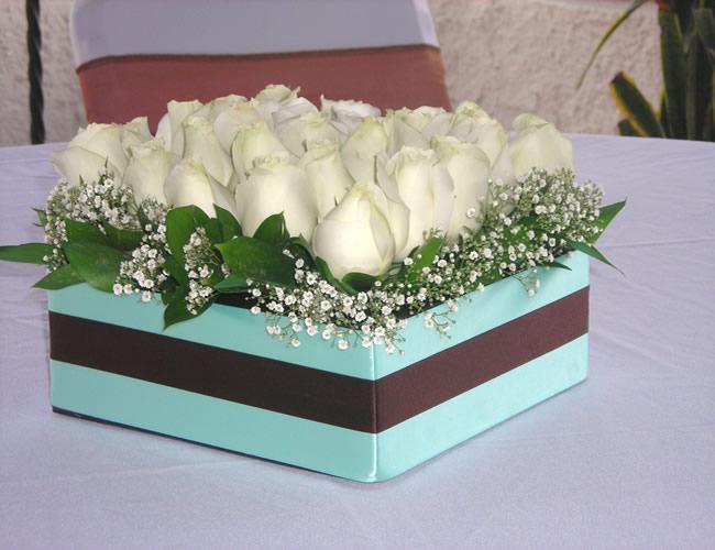 Jardin floreria centros de mesa for Mesas de plastico para jardin